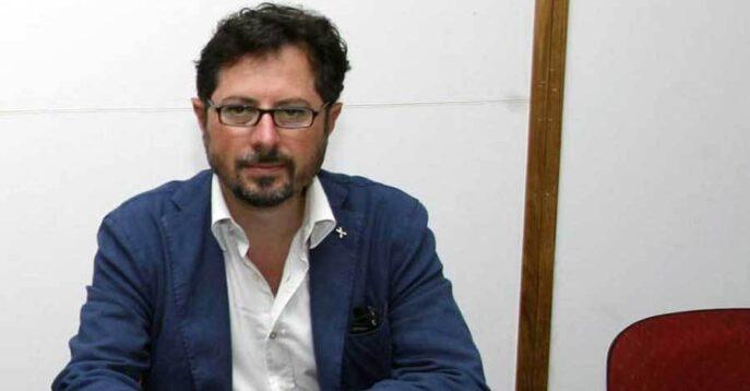 """Castellammare di Stabia, """"80 euro per 9 caffé"""": denuncia di Borrelli e  risposta del proprietario"""