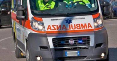 Salerno, incidente in via Paradiso: moto contro auto, ferito centauro