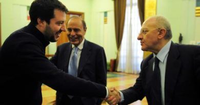 """Napoli, anche De Luca contro Salvini: """"revocare la scorta a Saviano è inaccettabile"""""""