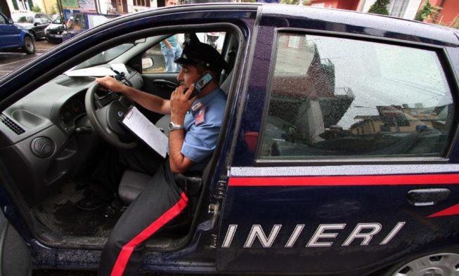 Ruba capi d abbigliamento in un negozio. 25enne rumeno arrestato  nell avellinese aa0eb54a593